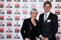 De Gauche à Droite : Celebrity Stacey Rookhuizen, keen user of eCab VIP et Tom Uitendaal from Taxi TCA